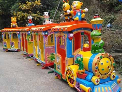 развлекательный аттракцион паровозик на рельсах для парка